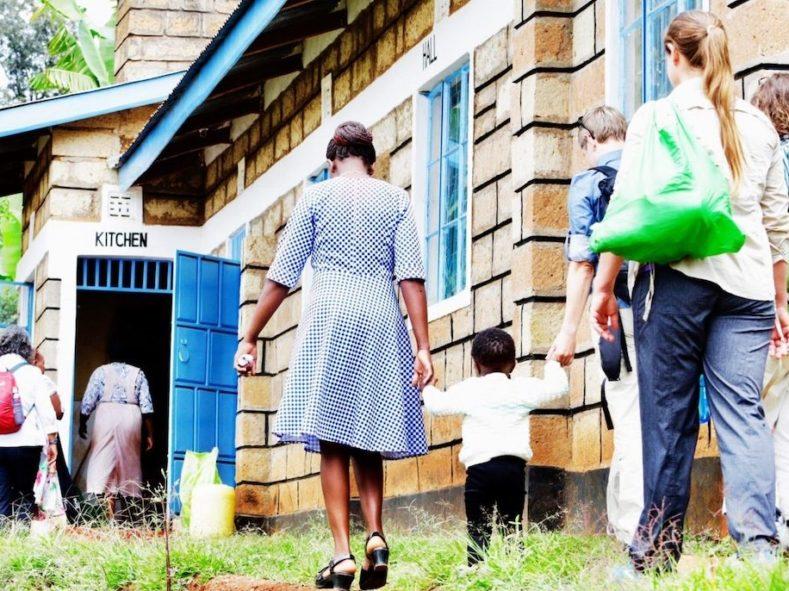 Volunteers walking into our MedTreks Kenya clinic
